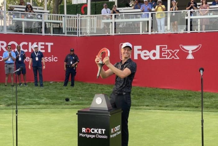 golf úc vô địch: Cam Davis vô địch Rocket Mortgage Classic sau loạt play-off kéo dài năm hố với Troy Merritt.