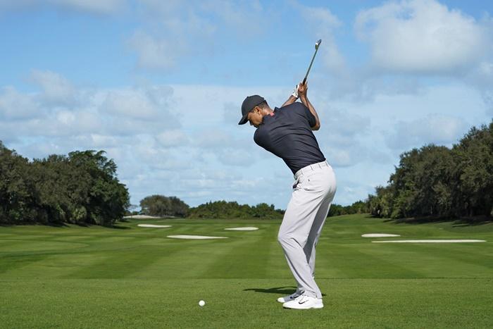 Huyền thoại Tiger Woods có kỹ thuật gạt bóng golf xuất sắc