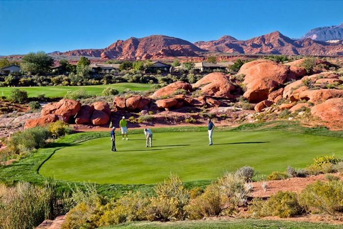 Cảnh đẹp nên thơ của sân golf sa mạc Dixie Red Hills