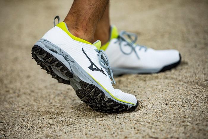 Giày golf Mizuno - hãng giày golf nổi tiếng thế giới