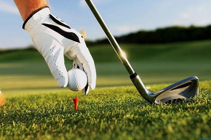 sử dụng tee màu đỏ là điều kiêng kỵ khi chơi golf