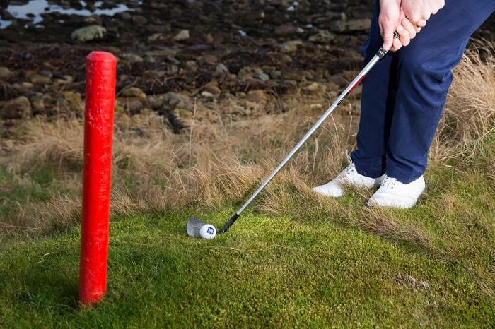 dùng lại những quả bóng đã bay ra khỏi đường biên là điều kiêng kỵ khi chơi golf