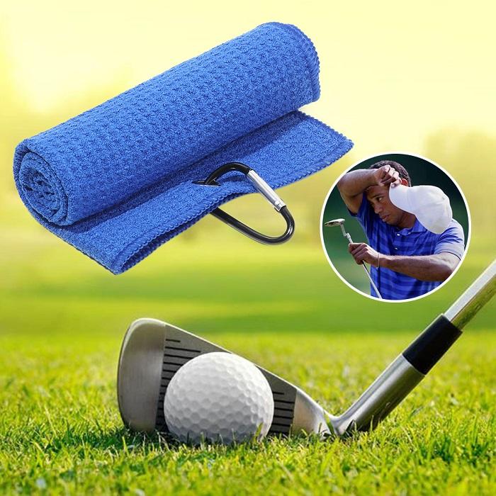 Khăn lau mồ hôi là một thứ phụ kiện chơi golf cần thiết