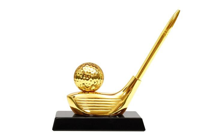 quà cho golfer là quả bóng golf mạ vàng
