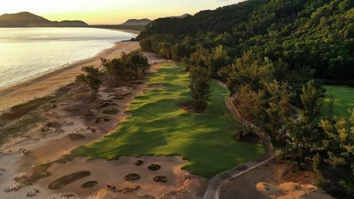 Sân golf Laguna Lăng Cô: 'Người đẹp' giữa núi cao và biển rộng