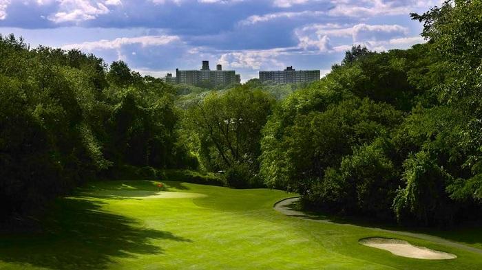 Sân golf trong công viên Van Cortlandt là một sân golf New York nổi tiếng