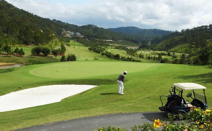 Sân golf Sam Tuyền Lâm thử thách các golfer với các cú đánh đầy ngoạn mục