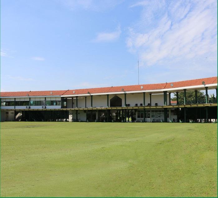 Một góc sân tập golf ở sân golf sông Bé