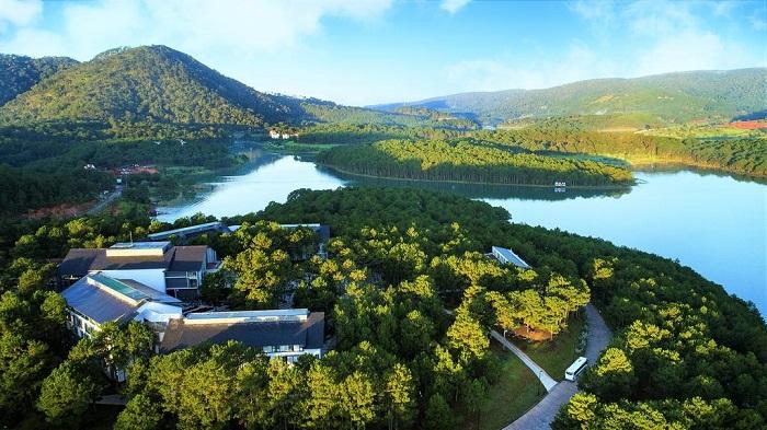 Terracotta Hotel & Resort Dalat sở hữu vị trí đắc địa được nhiều quý khách chọn lựa cho kỳ nghỉ dưỡng