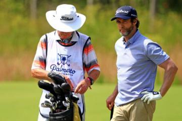 GolferMark Hensby nhận 10 gậy phạt do vi phạm Luật Một Bóng