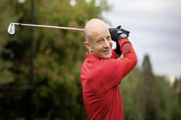 Kỷ lục thế giới về golf mới được xác lập là 252 hố đi bộ trong 12 giờ đồng hồ