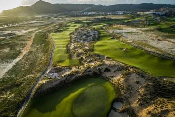 Khuyến mãi 2 vòng golf + 2 đêm Radisson Blu Cam Ranh 5* chỉ 4,9 triệu