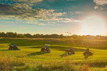 Du lịch Anh thì không thể ngó lơ những sân golf tốt nhất London
