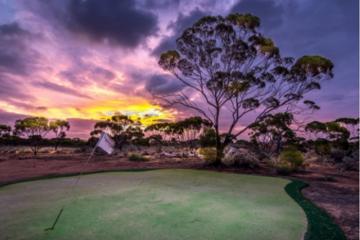 Cực ấn tượng trước sân golf Nullabor Links -  Sân golf dài nhất thế giới
