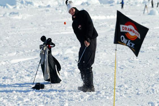 Trải nghiệm thể thao độc đáo với sân golf lạnh nhất thế giới