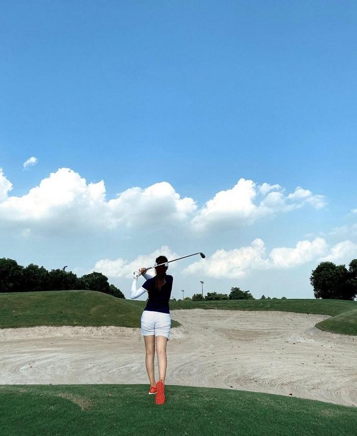 Trước khi trở thành mẹ bỉm sữa, diễn viên Phanh Lee mê chơi golf thế này đây