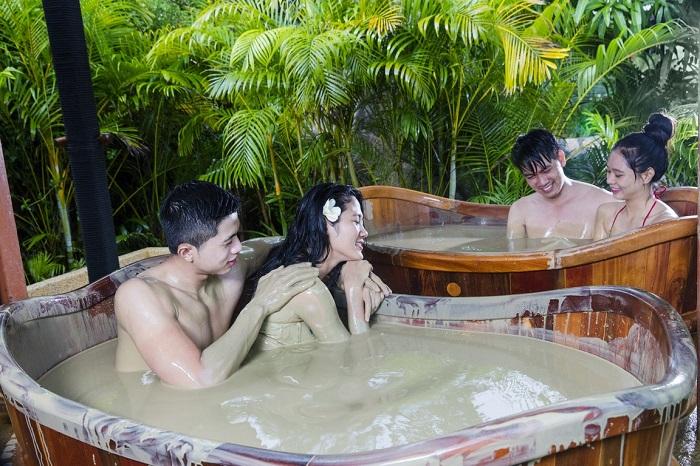 Tắm bùn khoáng tại Sân golf Asean Resort Thạch Thất Hà Nội