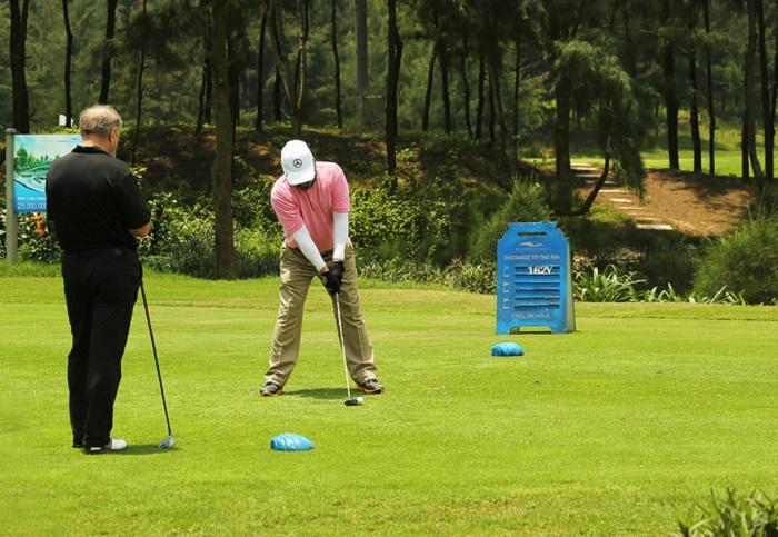 Golfer trải nghiệm ở sân golf FLC Sầm Sơn