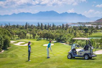 Những cách tránh sốc nhiệt khi chơi golf vào mùa hè