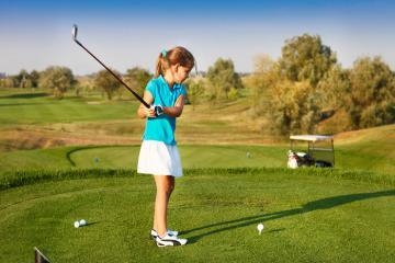 Đến Dubai mà xem trẻ em cũng chơi golf: Vừa học vừa chơi thêm đẳng cấp