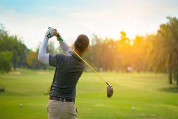 Gợi ý những phụ kiện cần dùng khi chơi golf vào mùa hè