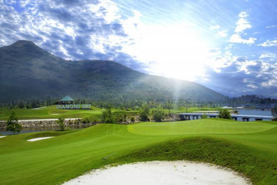 Diamond Bay Golf Club – Sân golf hướng biển đẹp ngỡ ngàng tại Nha Trang