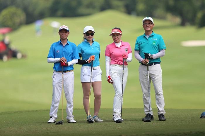 Một số thành viên của câu lạc bộ golf T74