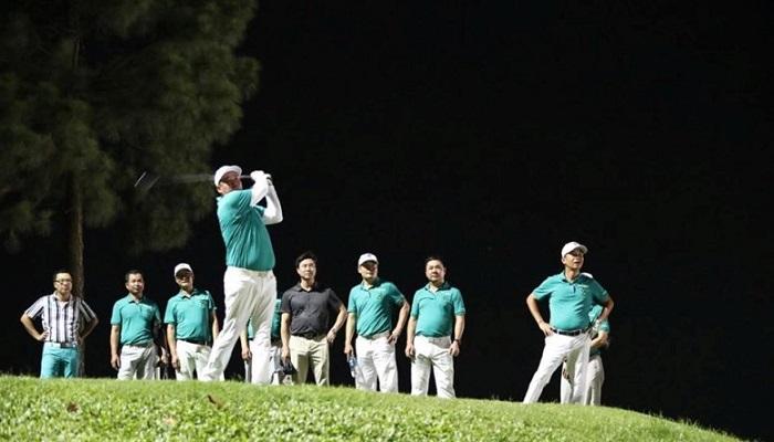 Các golfer tranh tài giữa màn đêm trong buổi outing ra mắt câu lạc bộ golf T74