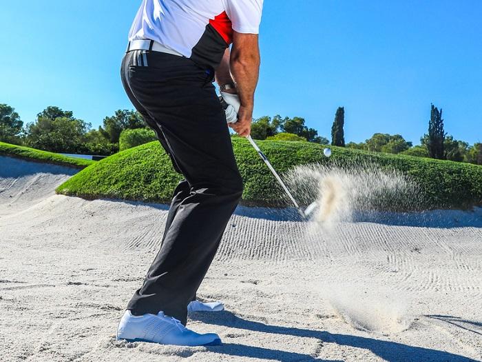 kinh nghiệm chơi golf - cứu bóng từ hố cát