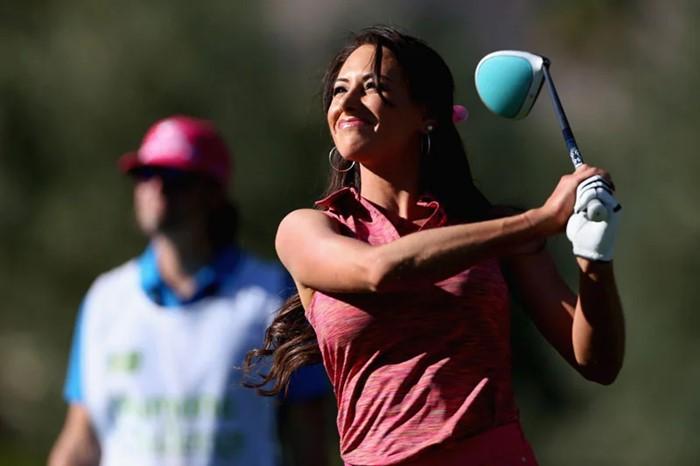 Holly Sonders: Nữ golfer nóng bỏng nhất thế giới đi tìm lại chính mình