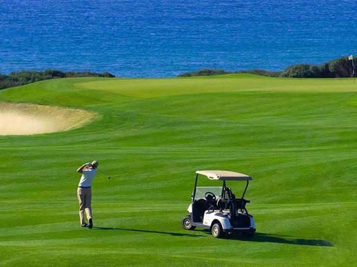Lưu ngay những mẹo chơi golf ngày hè vô cùng bổ ích