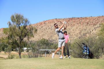 Đến Alice Springs Golf Club, chơi golf trên sa mạc cũng là cực lạc