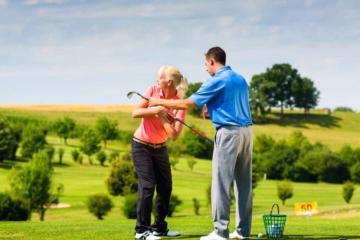 Mặc gì khi đến sân tập golf? Thoải mái là tiêu chí hàng đầu!