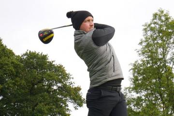 Mách bạn bí kíp chọn trang phục chơi golf vào mùa đông cực chuẩn