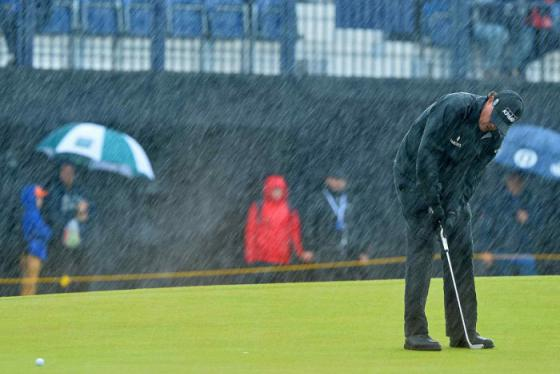 Kinh nghiệm đánh golf trời mưa bạn cần nằm lòng để có được cuộc vui trọn vẹn